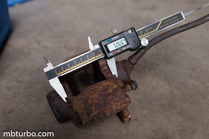 Rear caliper s124 320TE (2)